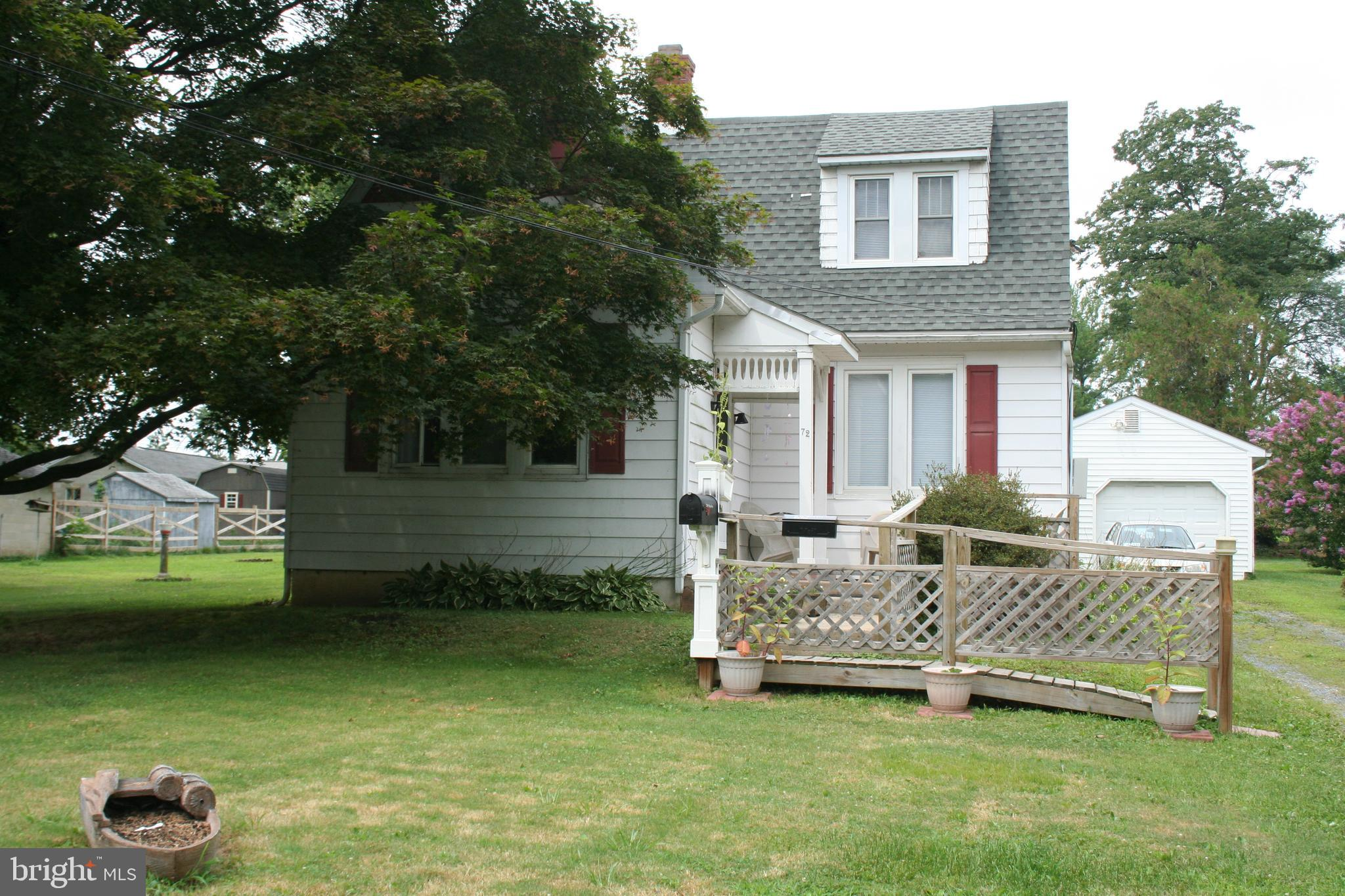 Great  investment opportunity! This detached home features two units...each has Living room, formal