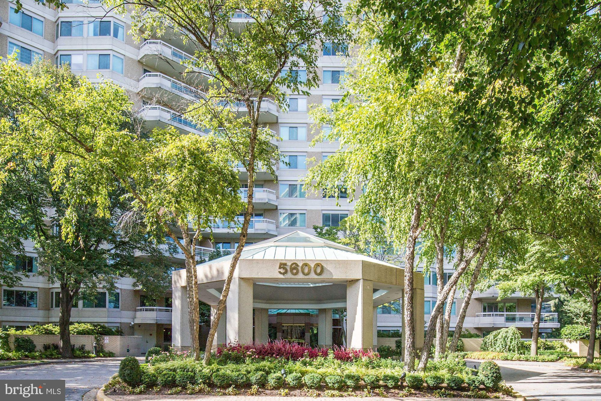 Fantastic open and sunny  (almost 2,300 sq ft) corner condo encompassing 2 bedroom + den, 2 full and