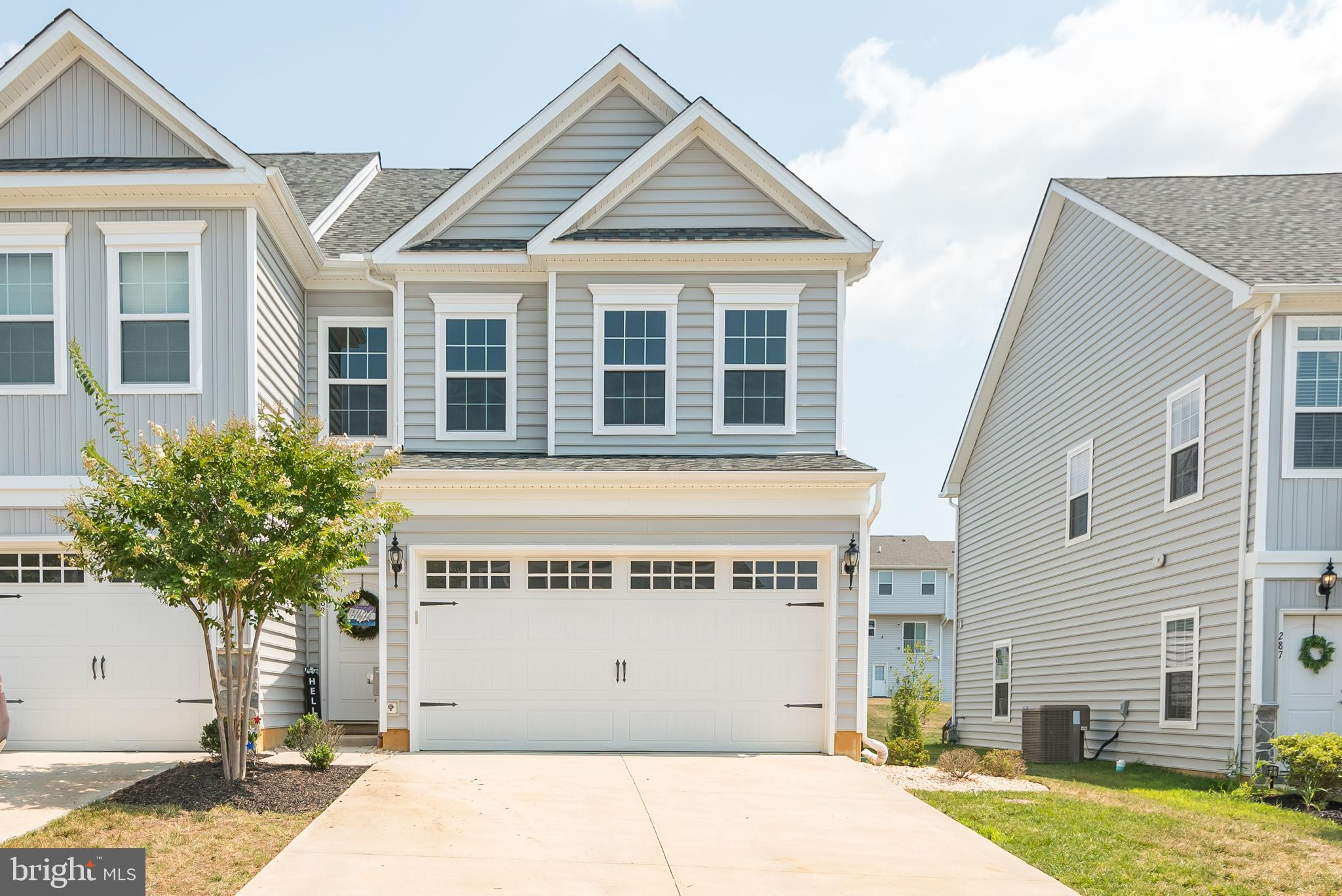 Welcome to 289 Mingo way located in the community of Spring Oak, this end of row townhome has so muc