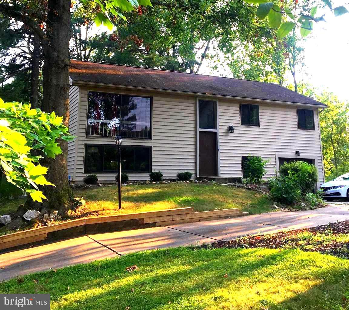 Priced reduced for a quick sale!!!  You will quickly fall in love with this  rare split level floor