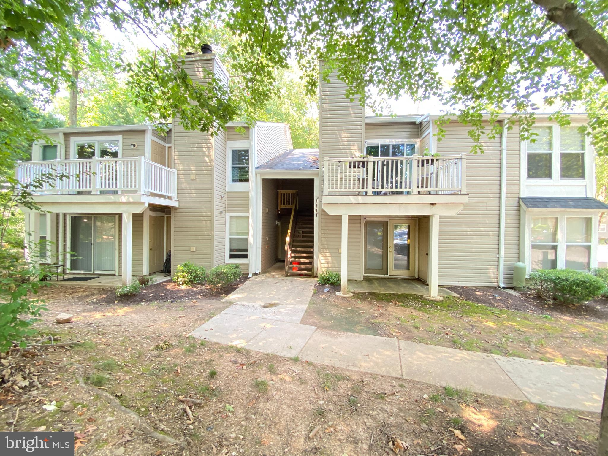 Welcome home to your 2 bed, 1 bath Clarys Forest 1 condo in Columbia neighborhood of  Hickory Ridge