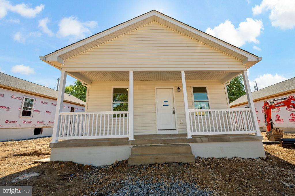 *UNDER CONSTRUCTION-OCTOBER 2021 COMPLETION*   Brand new, one level living with a CONVENIENT locatio