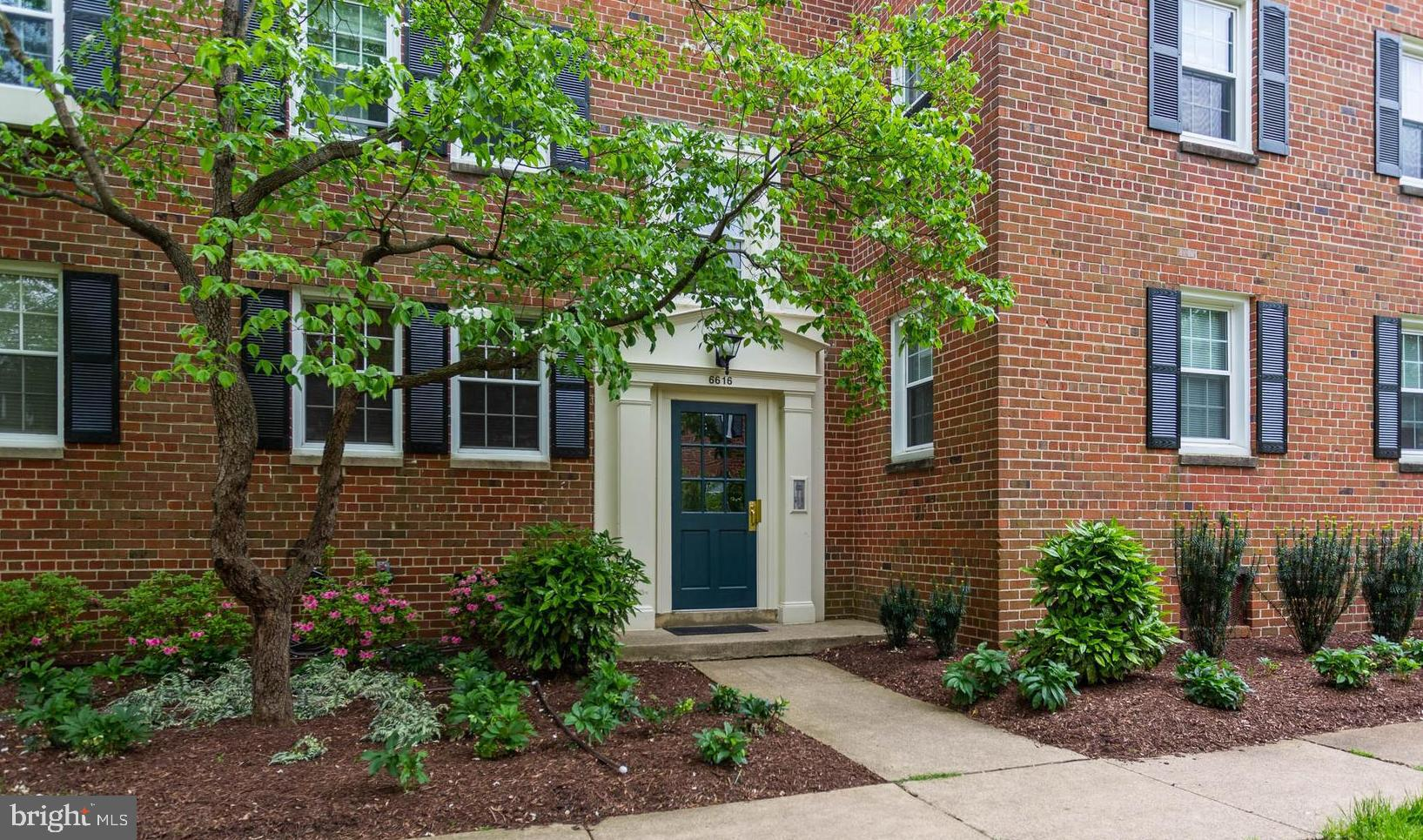 BRIGHT AND OPEN TWO BEDROOM ONE BATH CONDO. LOVELY MAIN LEVEL CONDO WITH RECENTLY  UPDATED KITCHEN!