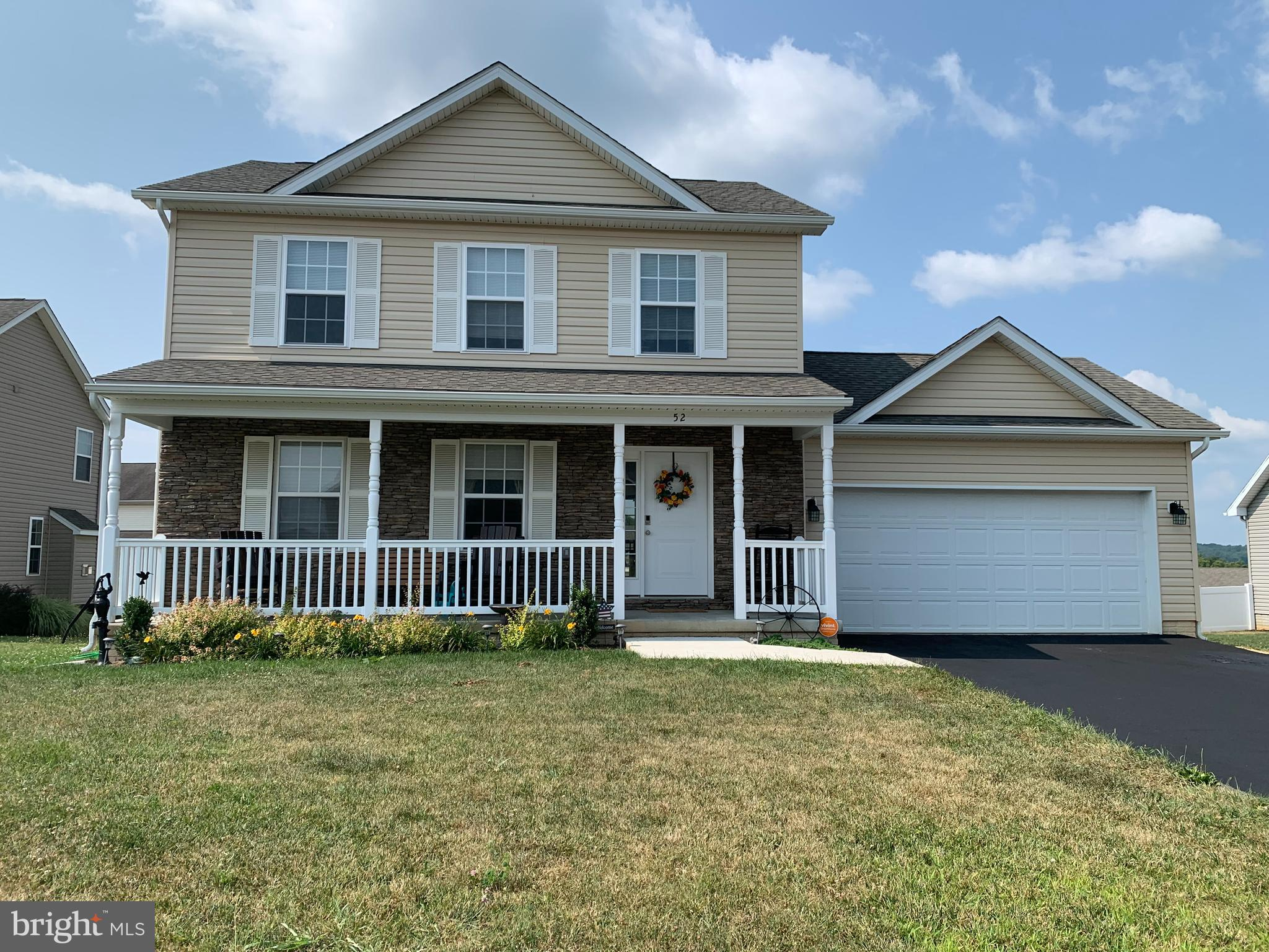 ***LIKE NEW*** 2019 HAMPSHIRE MODEL HOME BOASTS 3 FINISHED LEVELS, 4 BEDROOMS LOCATED ON CUL-DE-SAC,