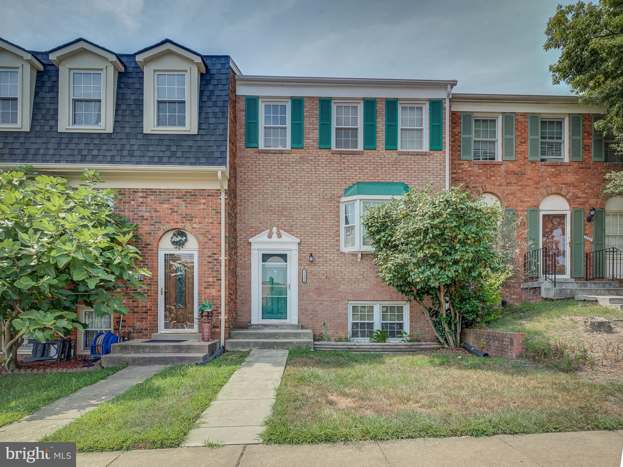 WELL MAINTAINED 3 LEVEL BRICK FRONT TOWNHOUSE IN EXCELLENT CONDITION. NEW ROOF AND GUTTERS (2016), K