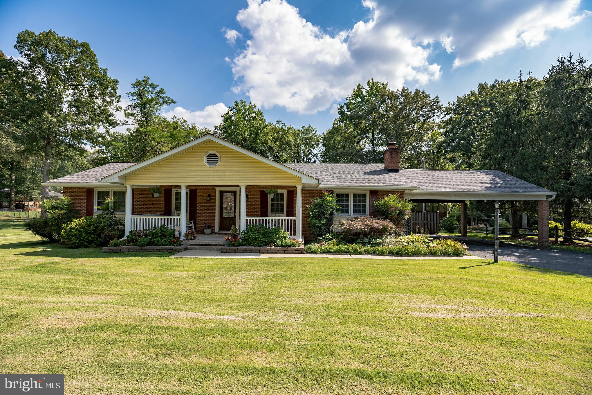Fantastic large and spacious brick rambler in La Plata with POOL!!!  This house is awesome.  Hardwoo