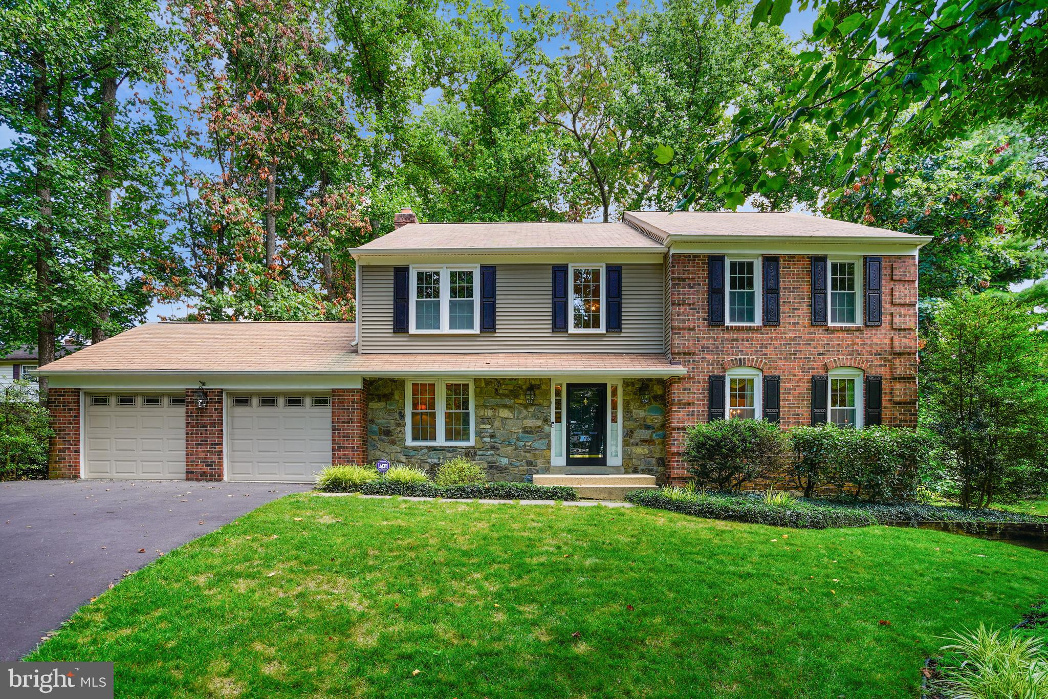 STUNNING & GRAND COLONIAL BOASTS 4,000+ SQ FT  IN POPULAR HOWARD COUNTY COMMUNITY OF RIVERSIDE ON HA