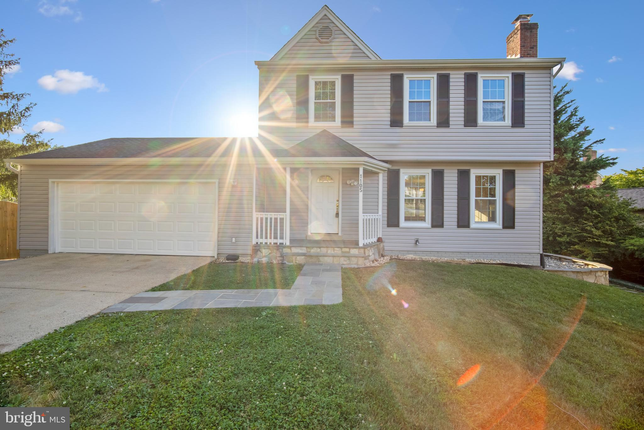 Beautiful 3 LEVELS house (3BR plus home office, 3FB, 1HB) built in 1984, with DOUBLE CAR GARAGE (NEW
