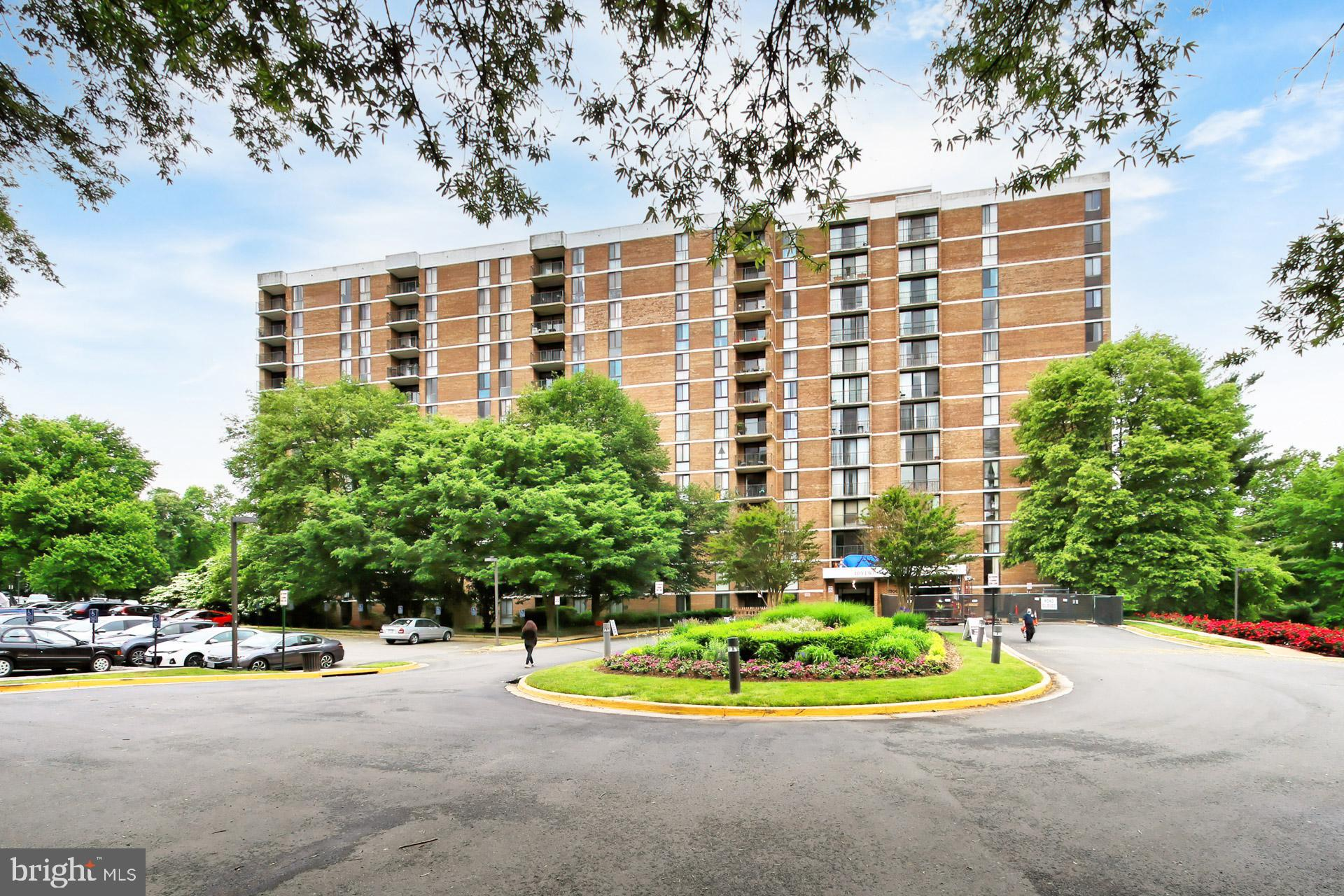 Stunning, 8th floor updated unit with a great open views from the balcony.  This unit boasts an upda