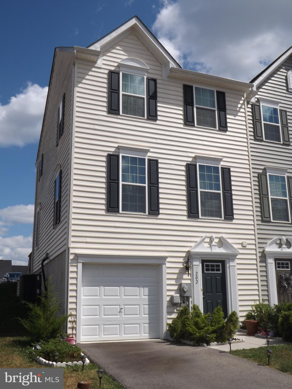 Wonderful end unit townhouse in North Berkeley County in sought after Spring Mills area.   Main leve