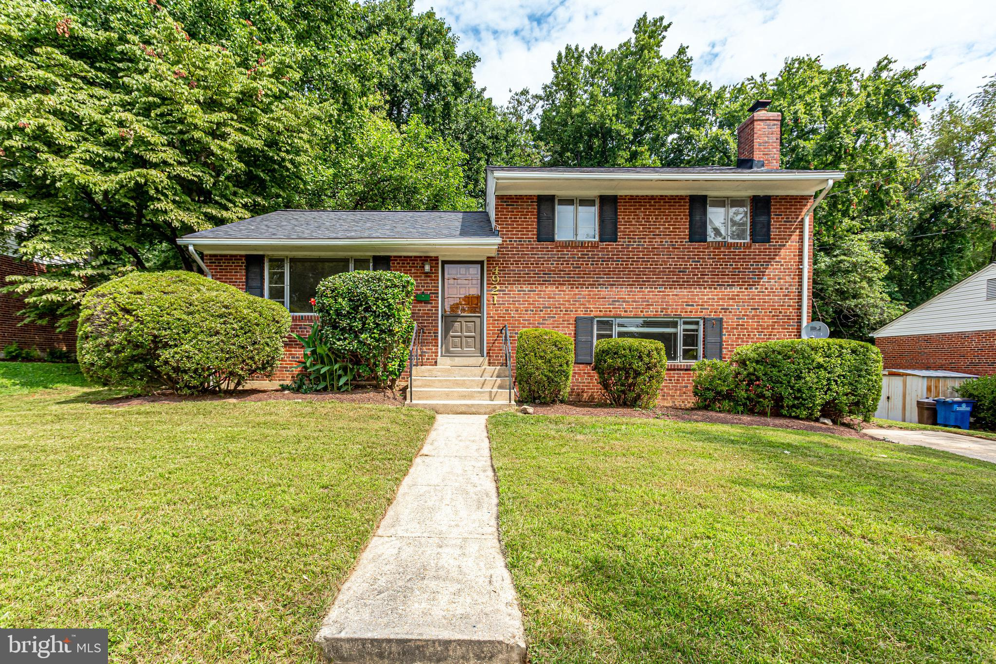 Don't miss this charming home in the quiet Franklin Park neighborhood! Relax on your large deck and