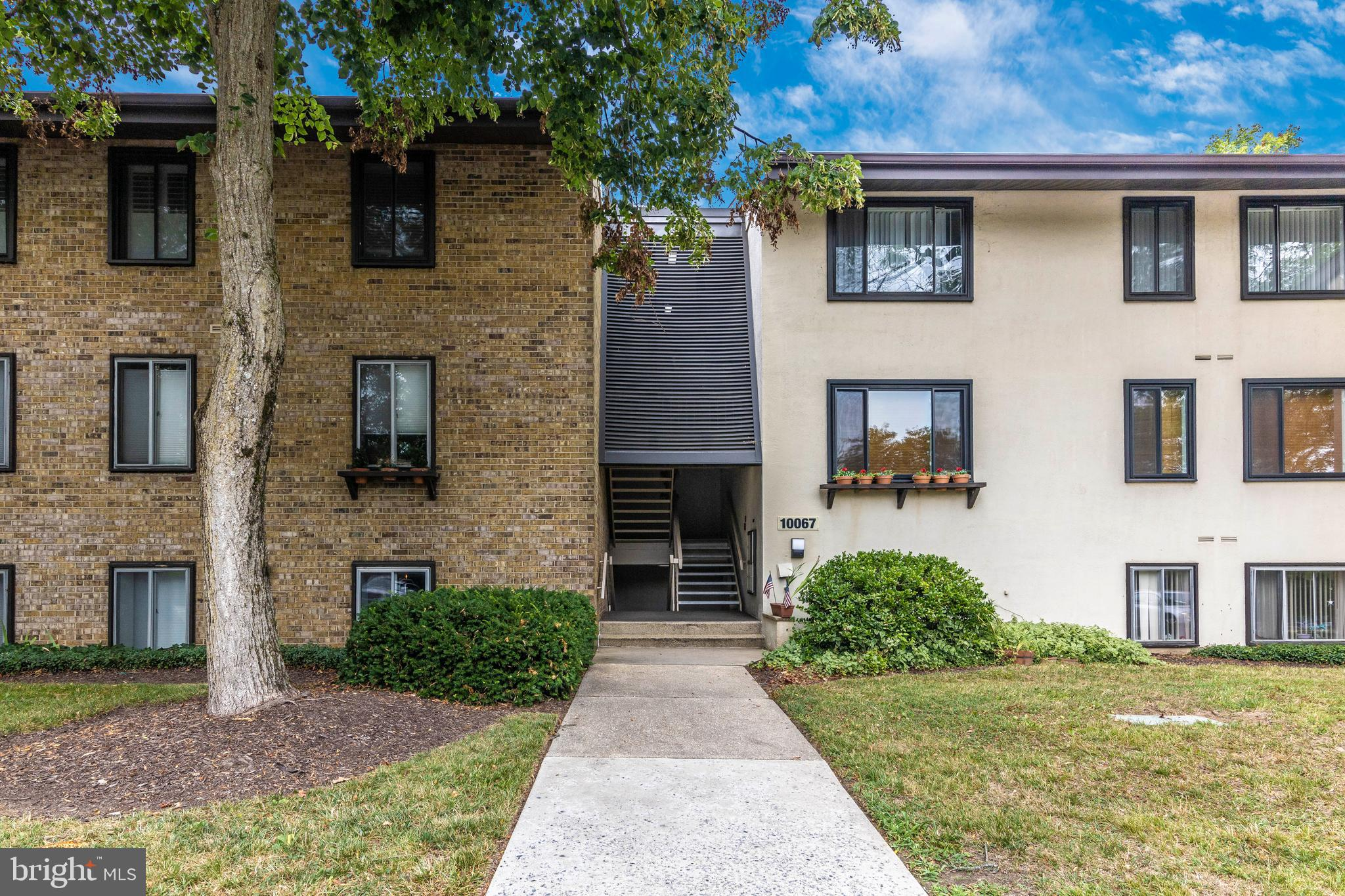 This Move in ready beautifully renovated 3 bedroom 3 bath condo located in the heart of Downtown Col