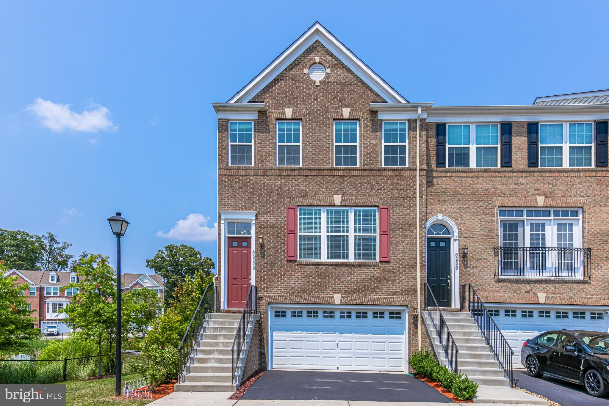 Luxury 3 level 3BR/2.55BA end-unit townhome in the Fosters Crest enclave in Alexandria, VA - Move-in