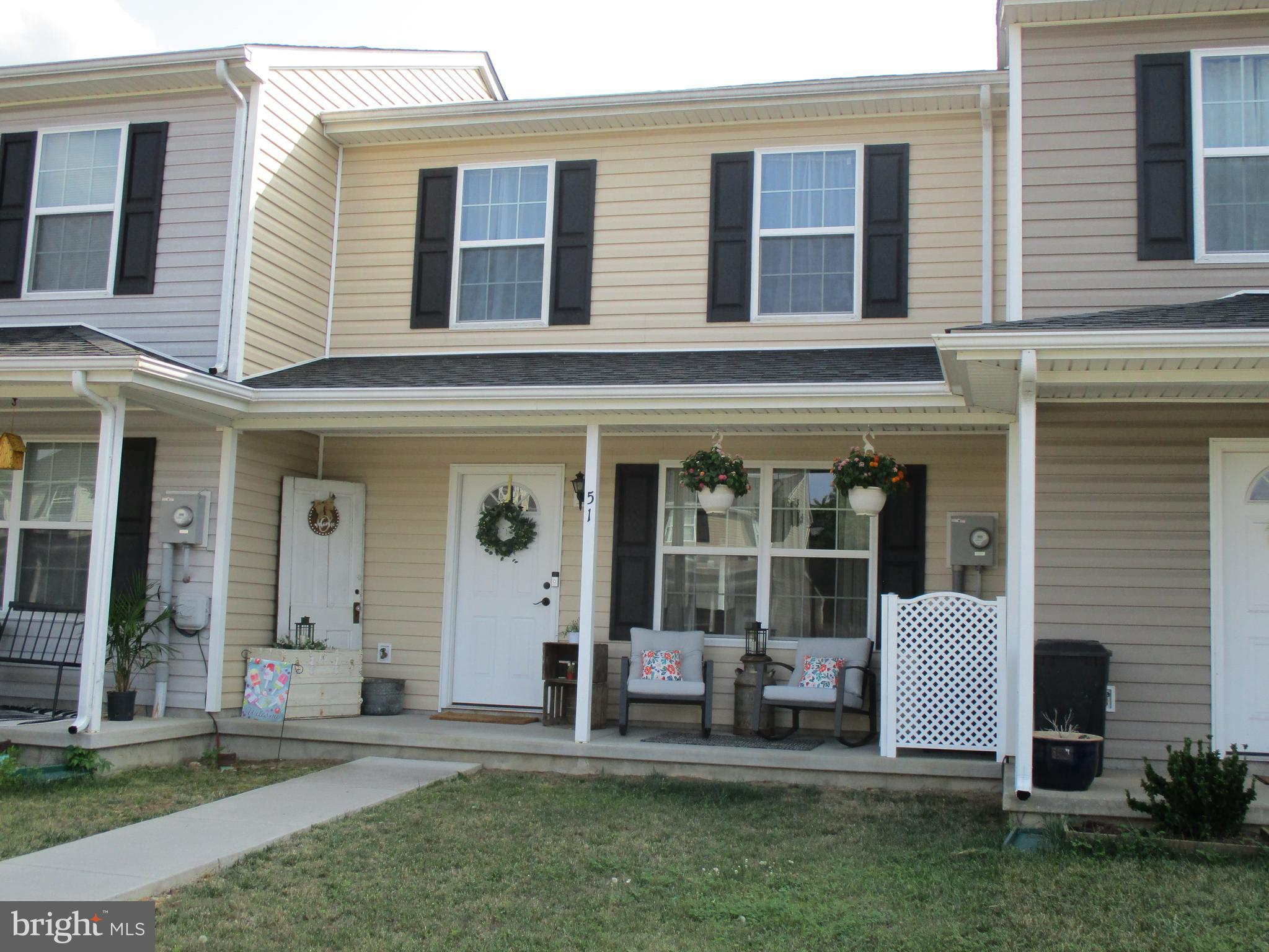 Perfect Starter Home.  This Gorgeous Townhouse has been well maintained and painted in earth tone co