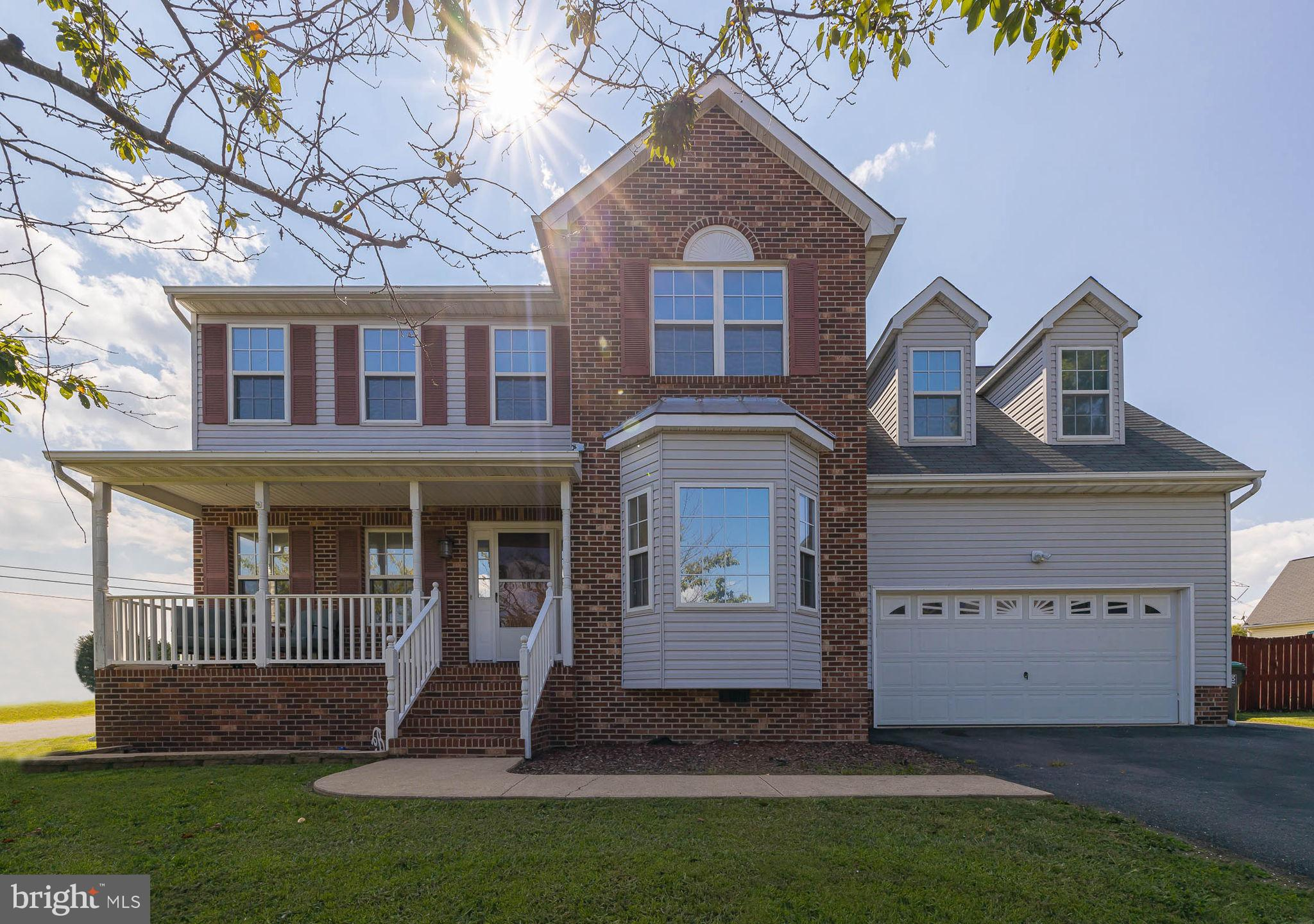 LOCATION LOCATION LOCATION! Riverbend School District! Corner lot in Ashleigh Park , updated kitchen with new cabinets, granite counter tops and stainless appliances. New washer and dryer. Fenced in backyard with deck.