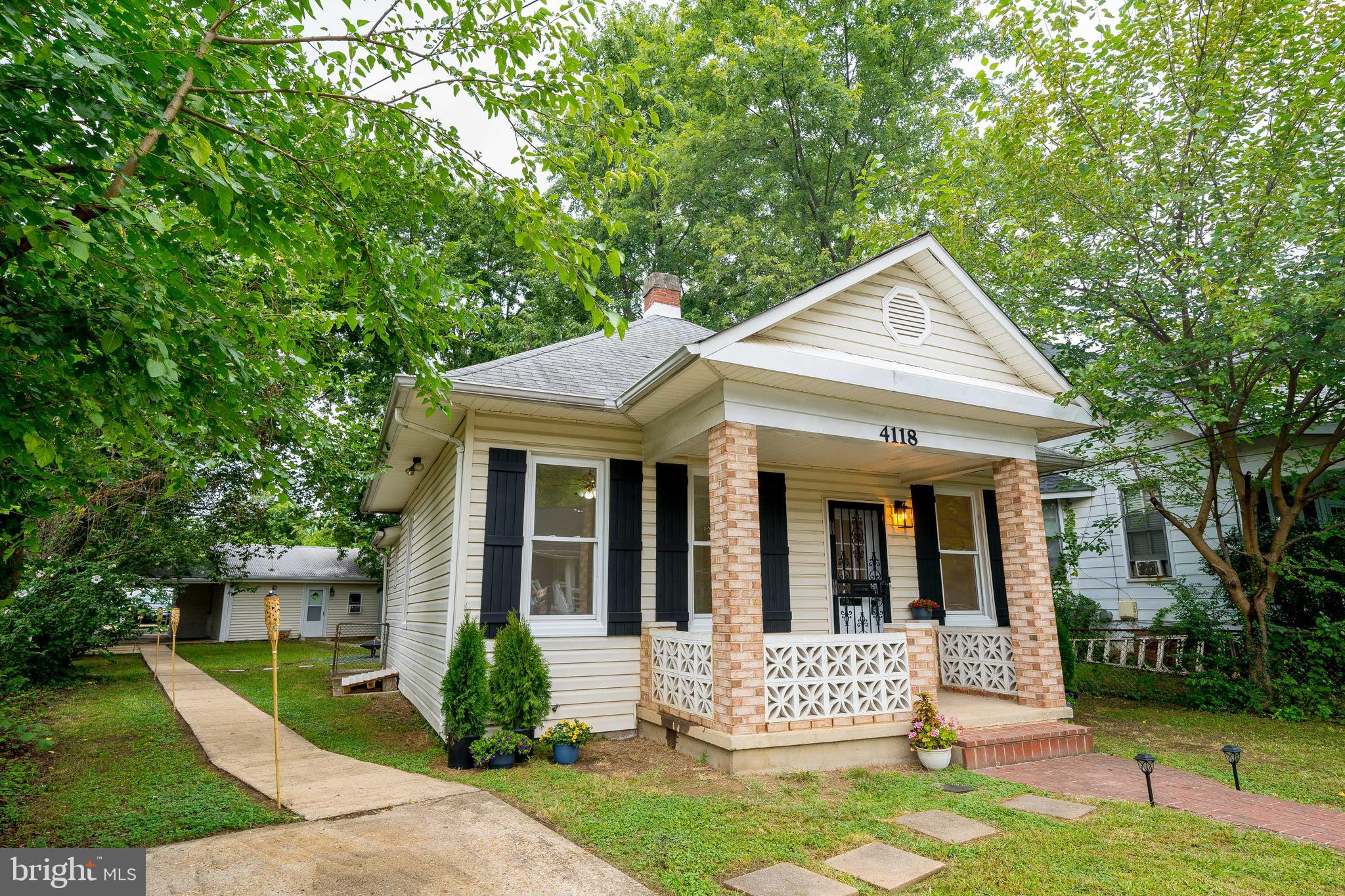 HUGE PRICE UPDATE**Recently renovated home with Open floor plan**Brand new HV/AC system, new hot wat