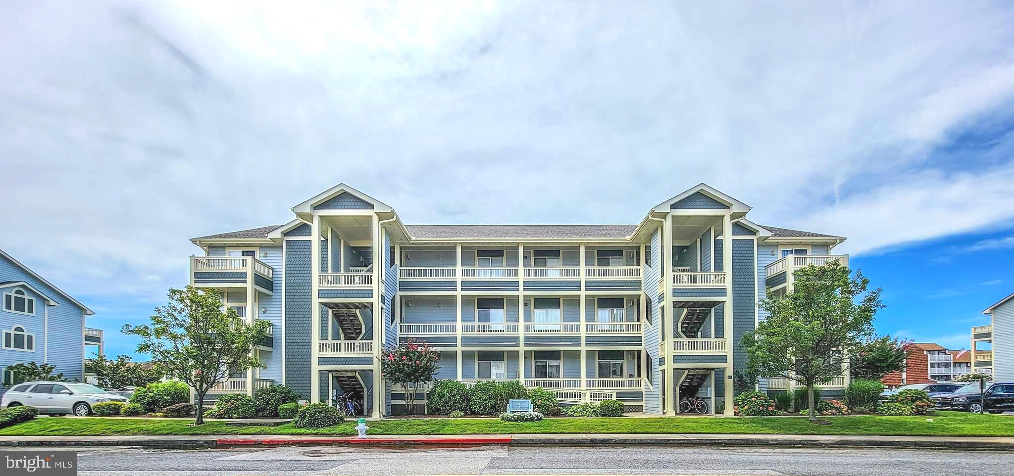 If you're looking for a well maintained, pristine, WATERFRONT condo, this is it!! This gorgeous, Coa