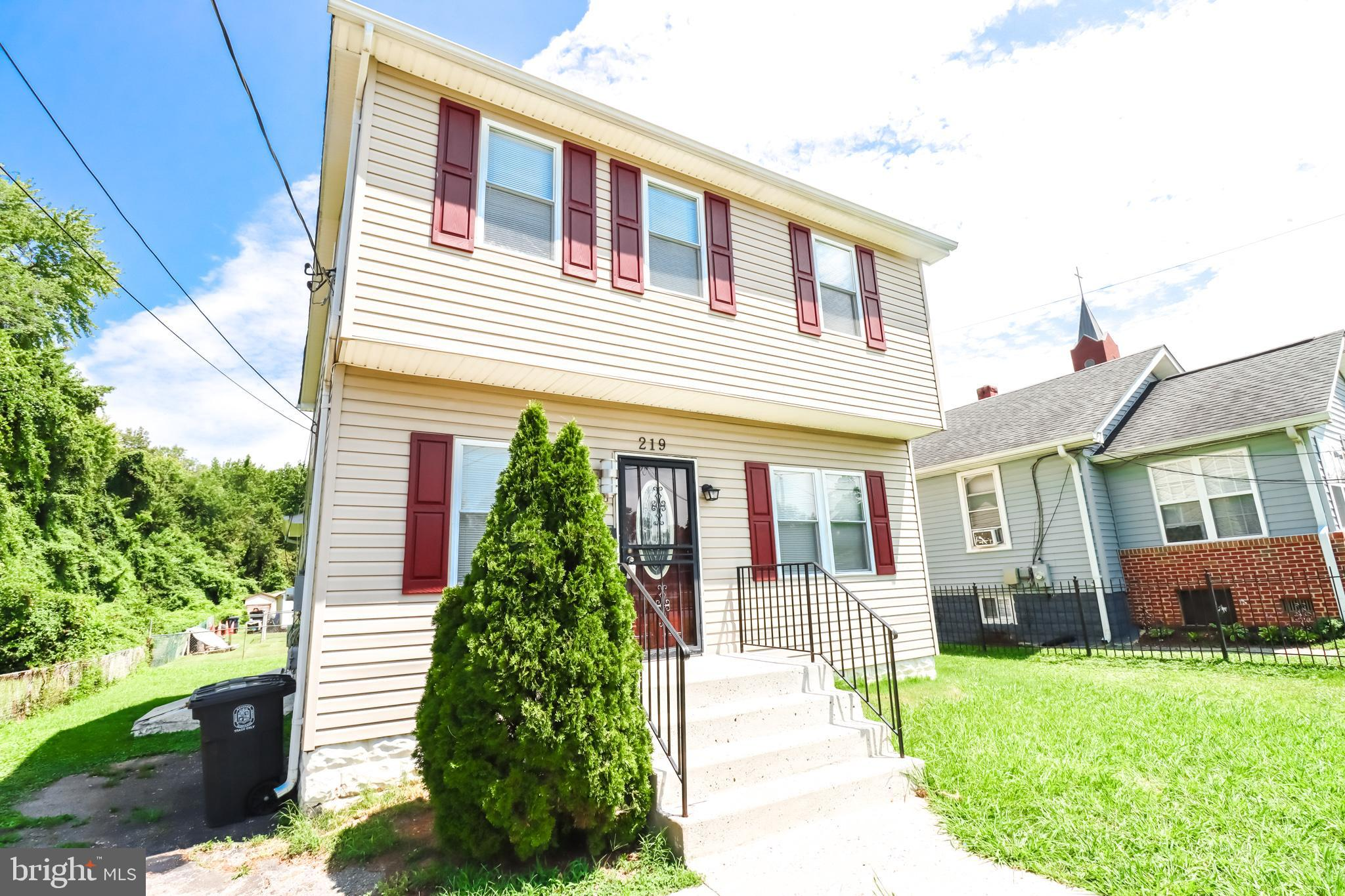 Great Location!!!!!!!!!!!!!!A Nice Colonial  with a lot of spaces !!!! Formal Dining Room, Sunny Liv