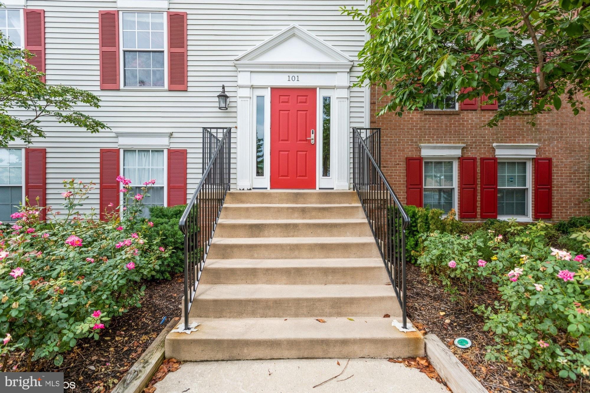 Back on the Market – No Fault from the Seller! Absolutely Adorable Move In Ready Penthouse Level Con
