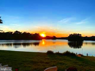 Wow, take a look at these sunsets!  Don't miss this opportunity to own this 3 bed room 2.5 bath home