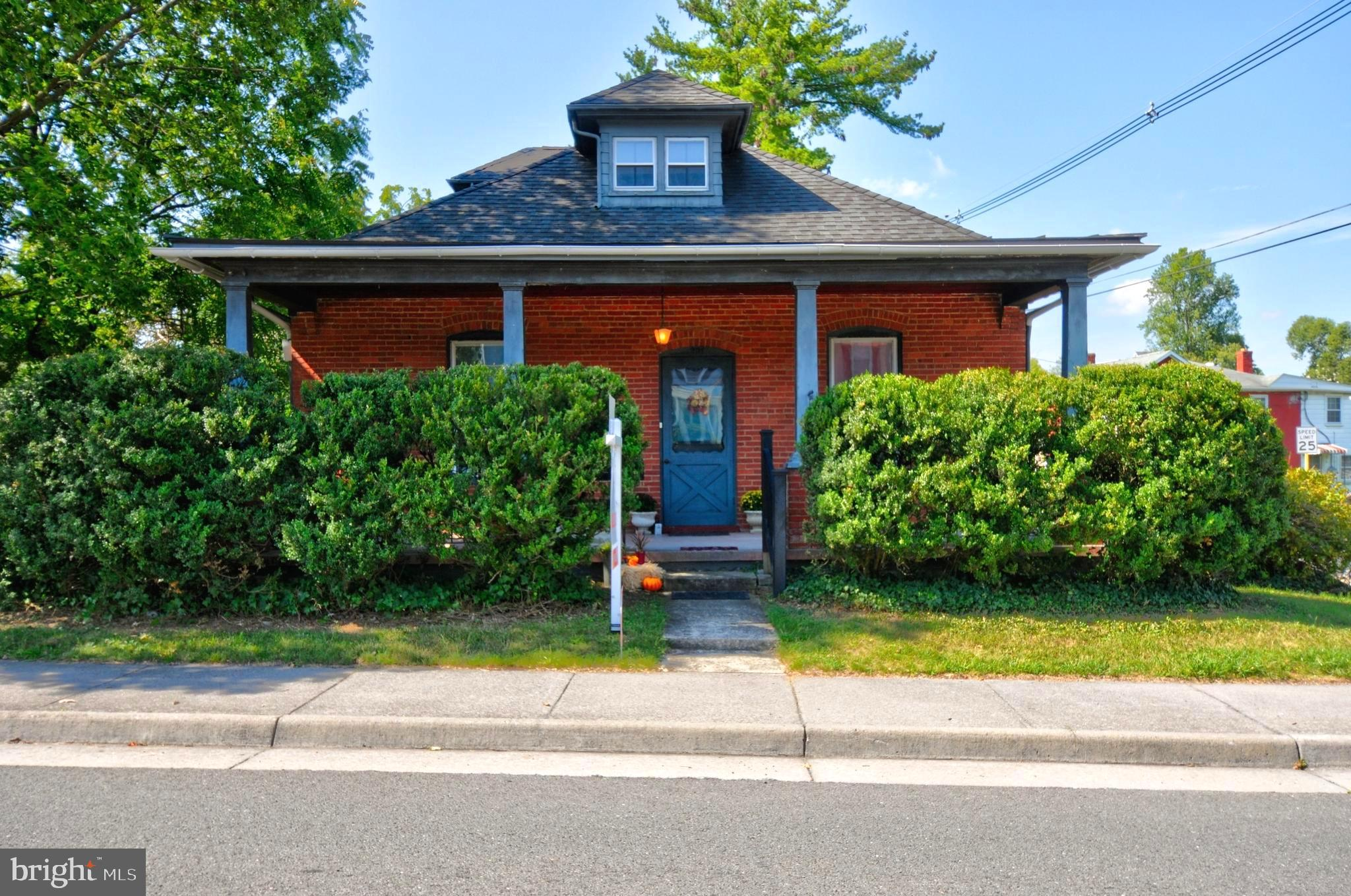 In Real Estate, Location is EVERYTHING and this house doesn't disappoint. Located on Main St and Lin