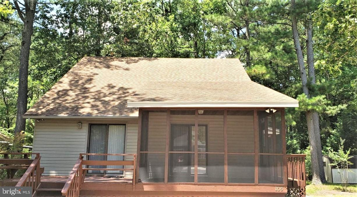 Located near peaceful Mankln Creek, this 1.5 story home has the Primary BR/BA  on 1st Level and 2 be