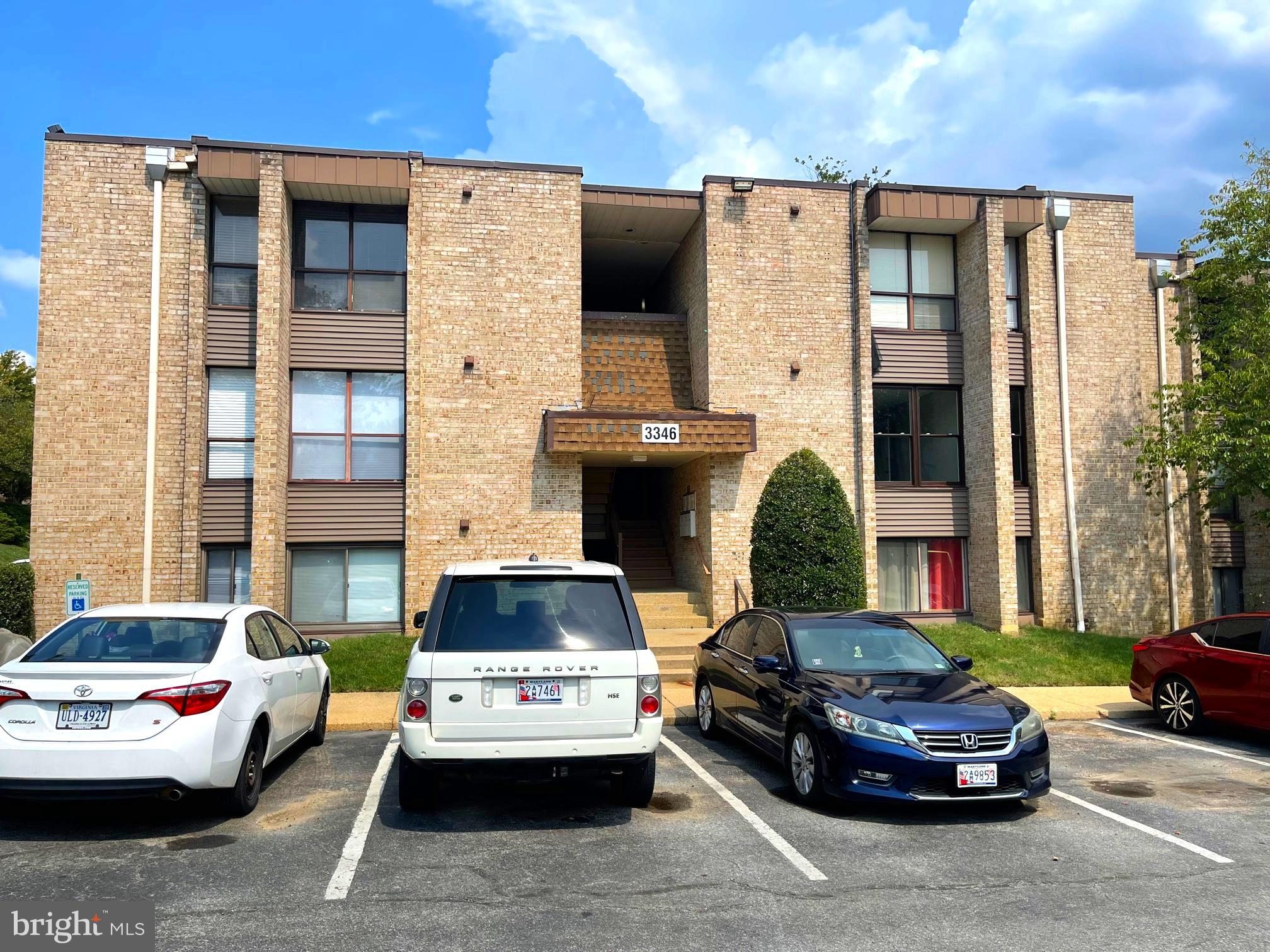 This 2 BDR , 2 FBTH gorgeous and spacious condominium is in a ideal location, just minutes away from