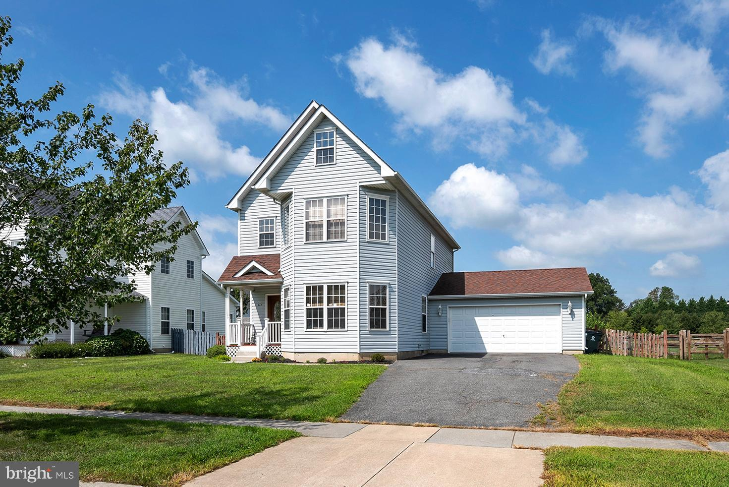Spacious Victorian offering 4 bedrooms and 2.5 bathrooms in Frisby's Meadow! The main floor is highl