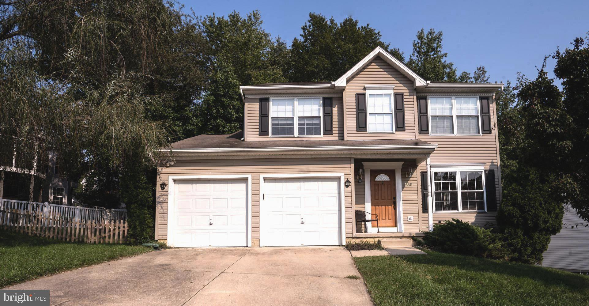 Come see this beautiful 3 Bedroom 2 1/2 bath Colonial home. Gorgeous Harwood floors in the Living ro