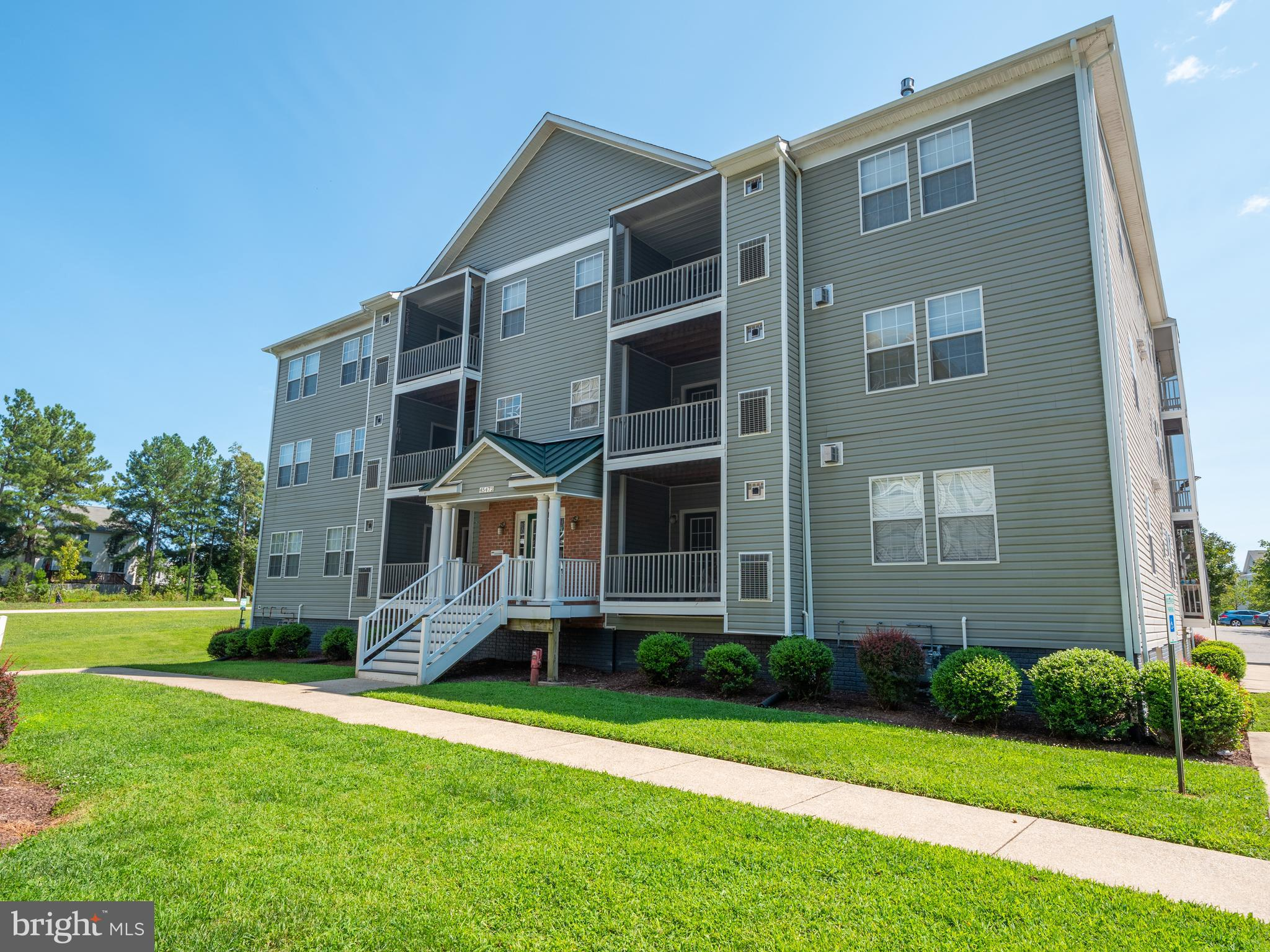 Beautiful 1 Level Condo with 2 Bedrooms, 2 Full Bathrooms, and over 1,100 square feet of living spac