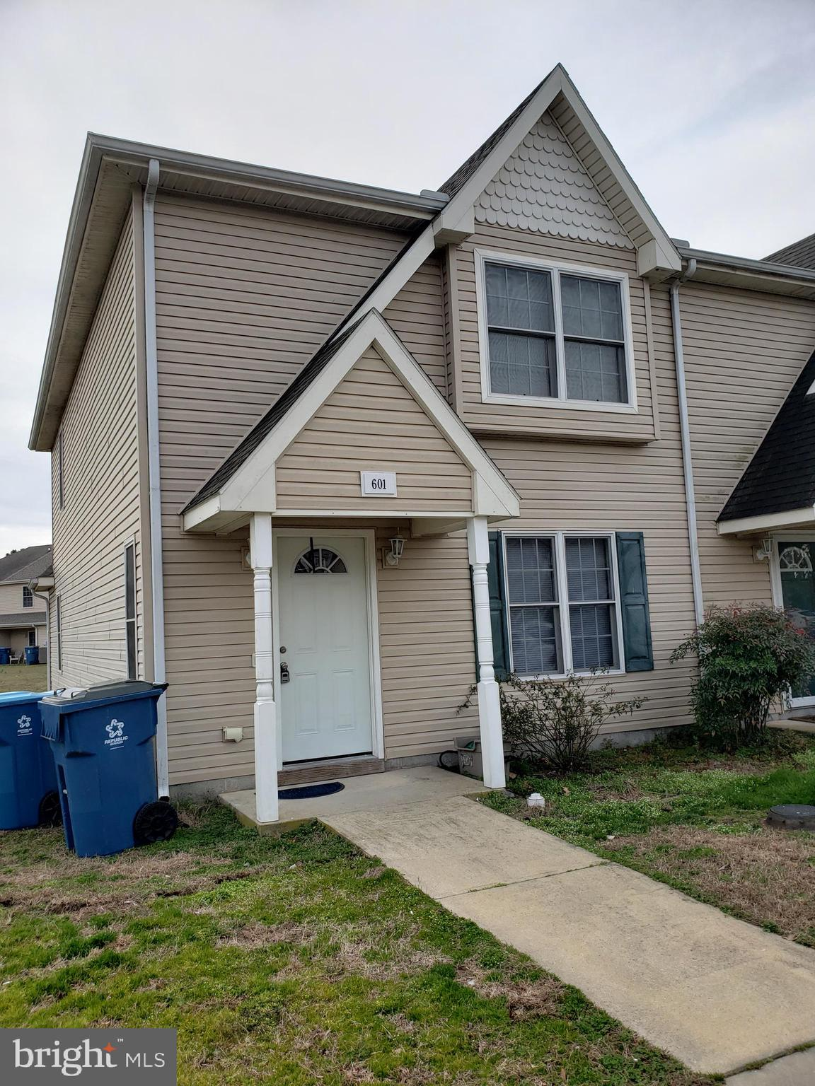 Don's miss this 3 BD / 2.5 BA two story townhome in Townes At Laurel Court.  End unit townhome.  Features wood laminate in living room with slider to back yard, 1st floor washer /dryer.  2nd floor is Master bedroom with full bath and two other bedrooms.  Great investment opportunity or for year round living!