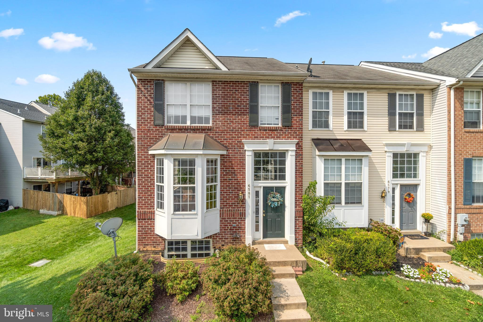 Space is plentiful in this stylish end-of-group townhome designed in an open concept with a 3-level