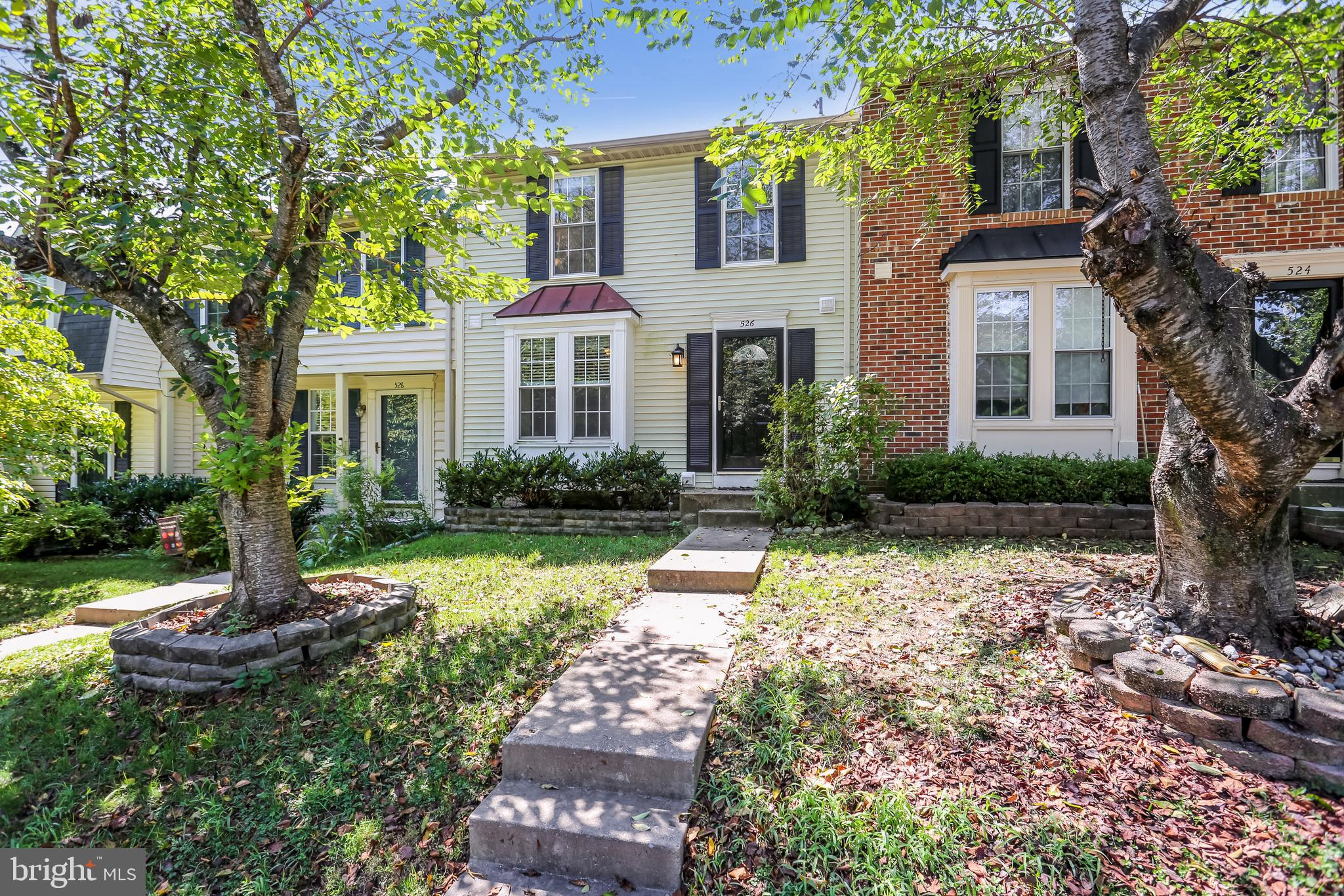 Open Sunday 9/19 from 12-3pm! Welcome to 526 Coral Reef Drive! Step inside and fall in love with thi