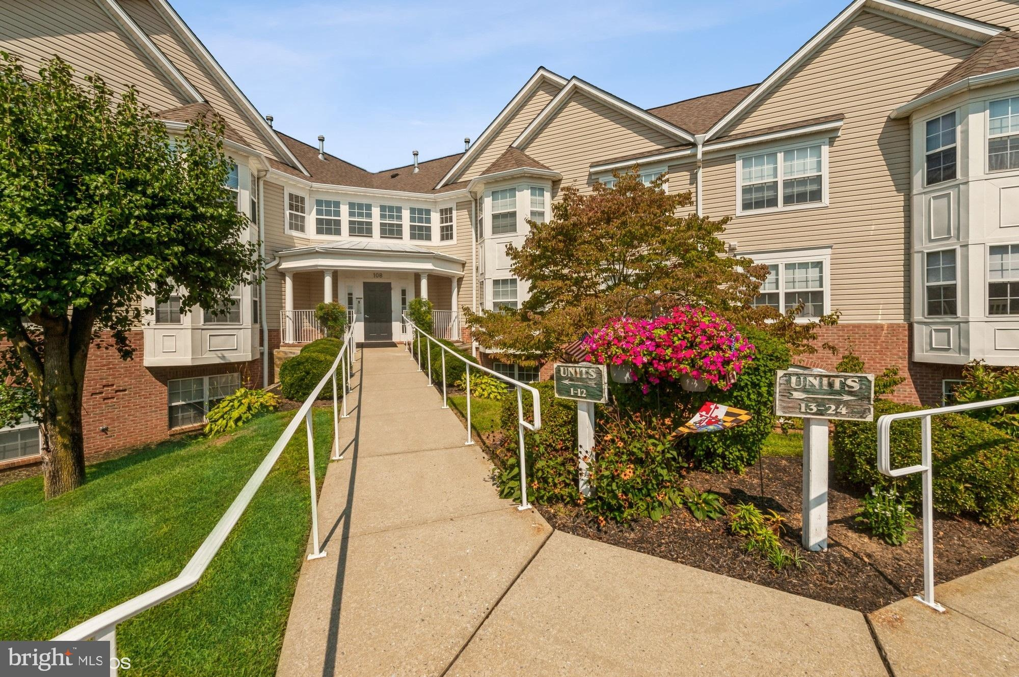 Beautifully re-done 2 bedroom, 2 bath unit with private entrance. Enter from the building lobby, or