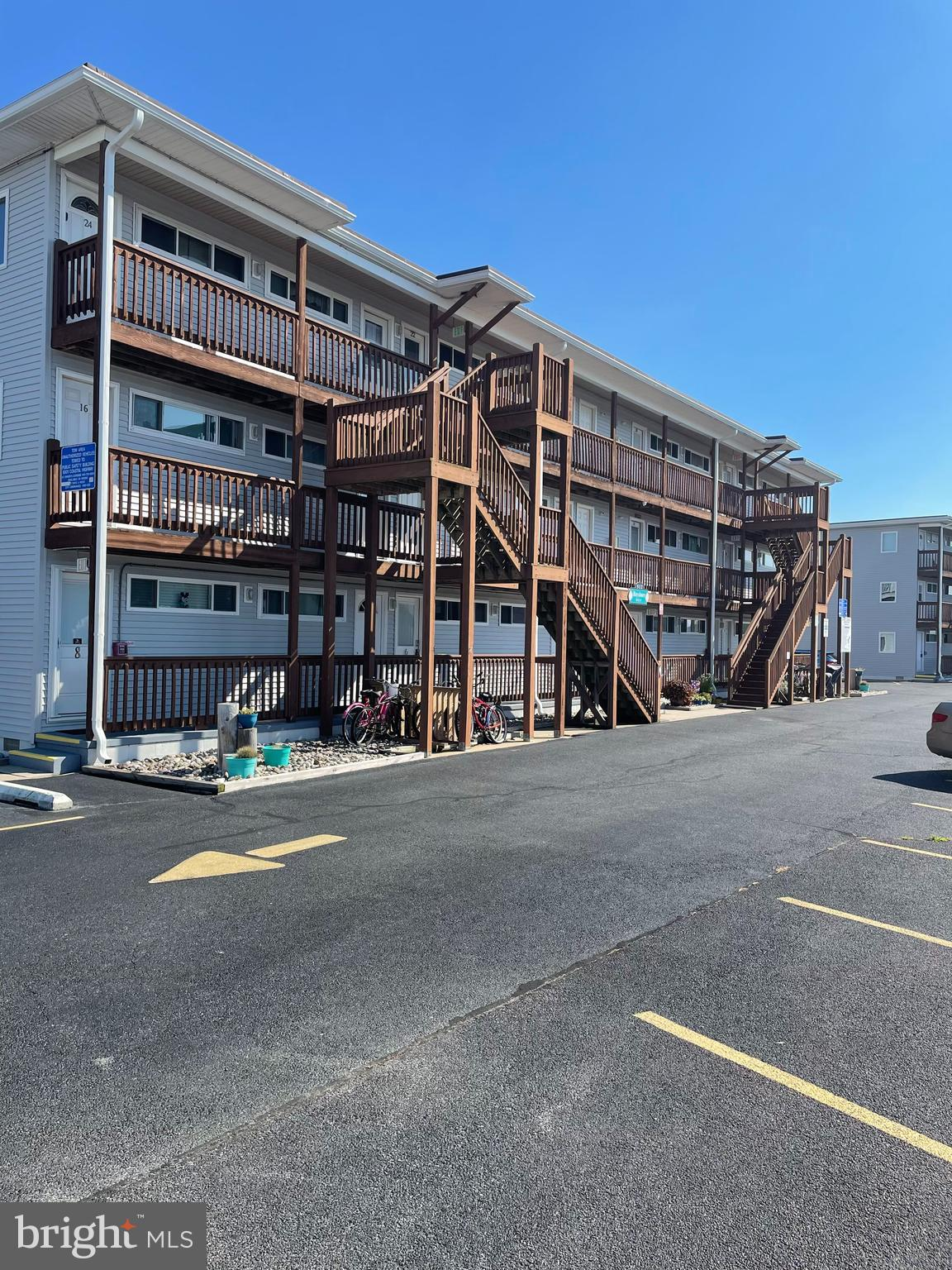 Easy living by the sea with this completely renovated 1 bedroom, 1 bath unit with DEEDED BOAT SLIP!!