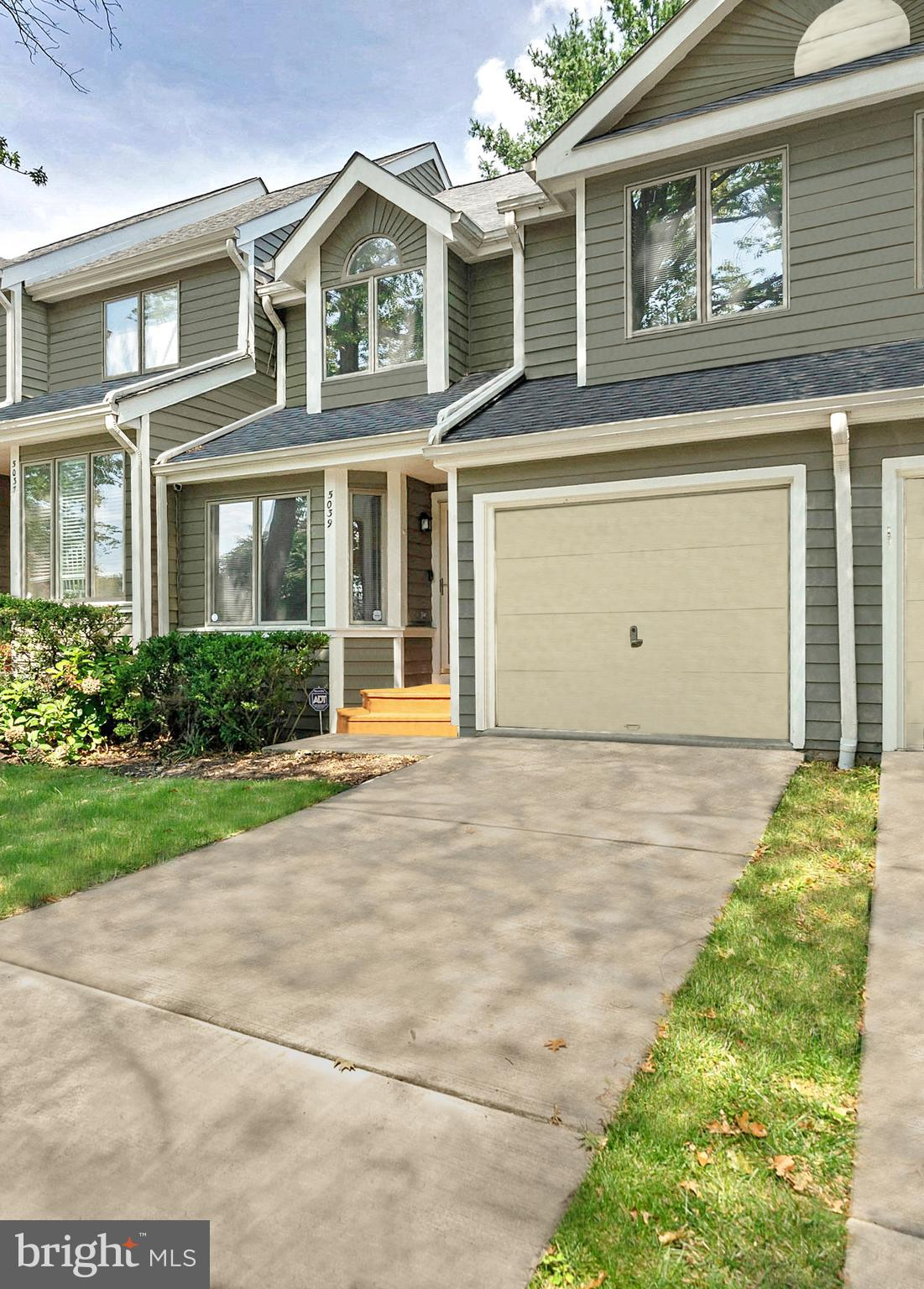 This spacious and stylish townhome is set in the highly desirable community of Columbia, Maryland, a