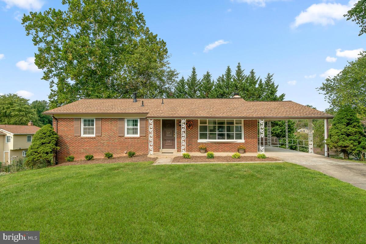 Charming brick front home located on quiet cul-de-sac in wonderful West Riding! This four bedroom, t