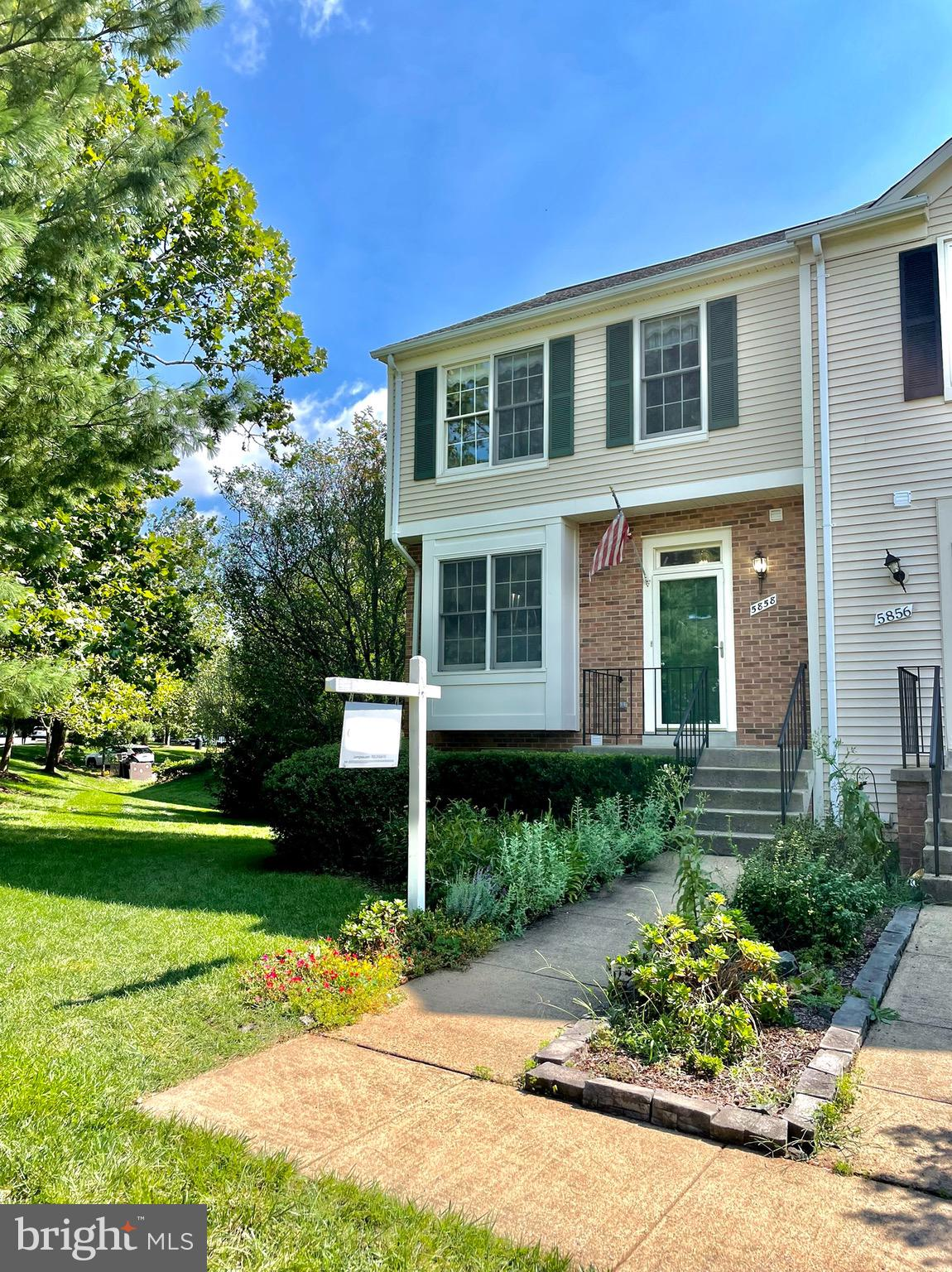This wonderful end unit townhome in sought after Sully Station II is looking for a new owner and has