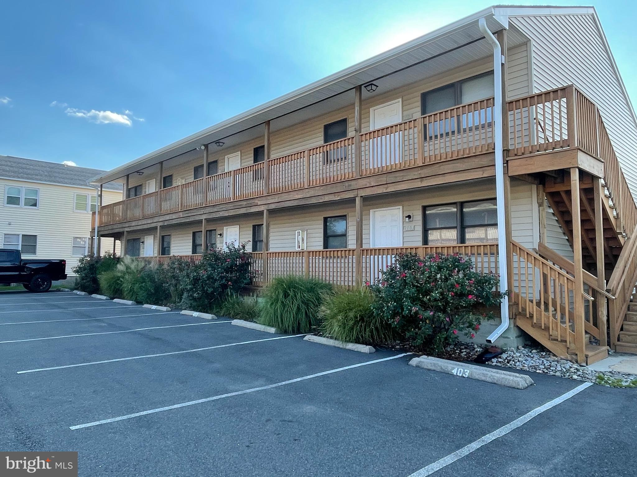 CONTRACT FELL THROUGH - OPPORTUNITY KNOCKS! Terrific first floor condo in desirable Caine Woods neig
