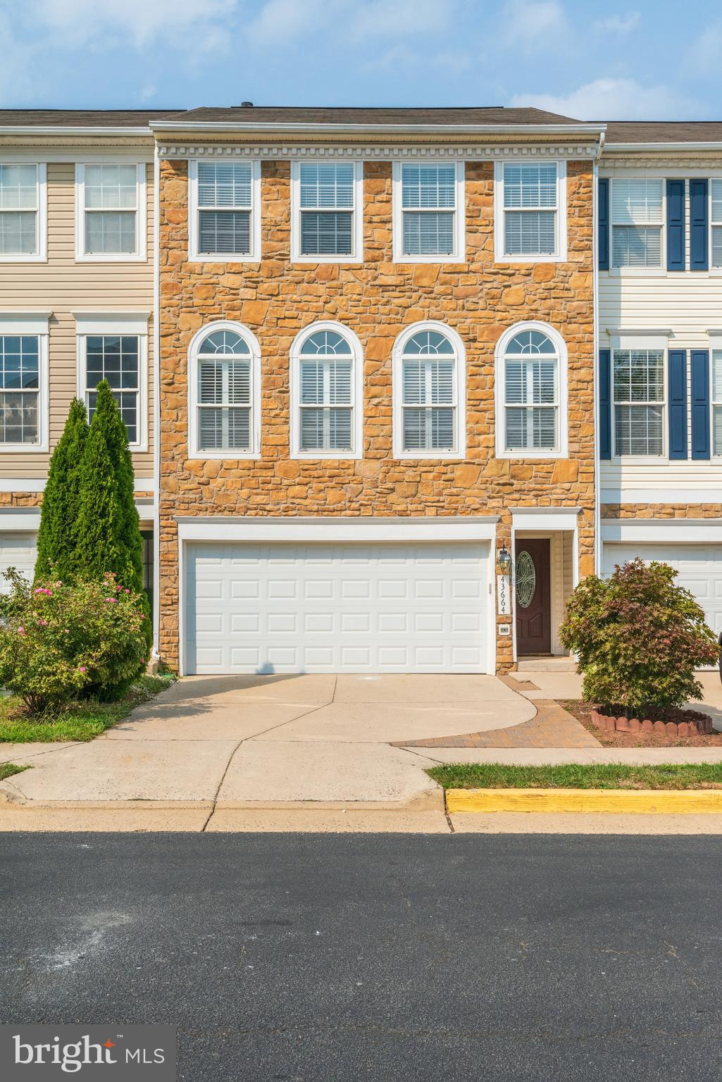 Be sure not to miss this fantastic well-kept townhome. With 3 bedrooms, 3 full baths and 1 half bath