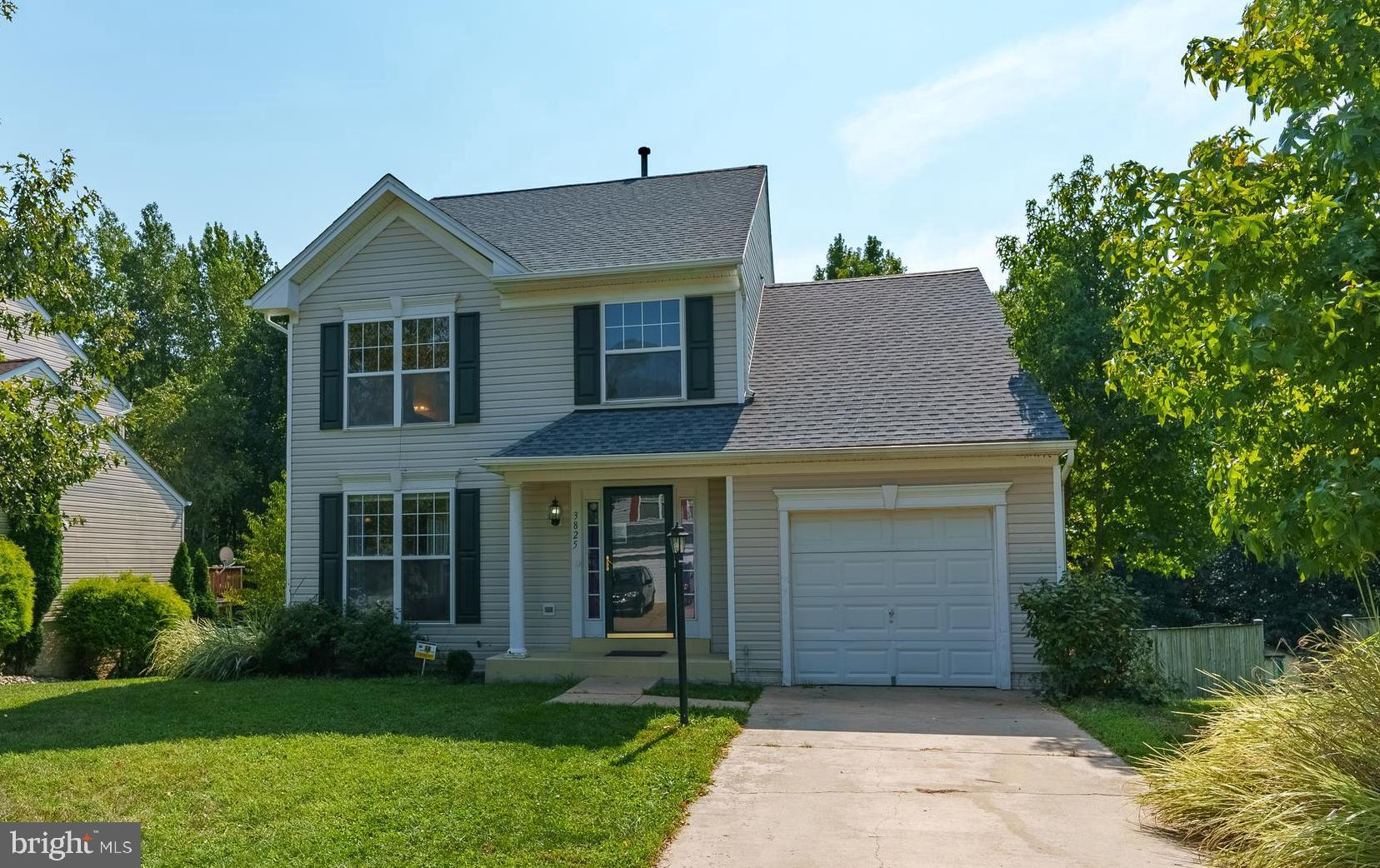 Lovely Single Family Home...  located in a Cul-De-Sac in Kings View Community.  Priced Well and Show