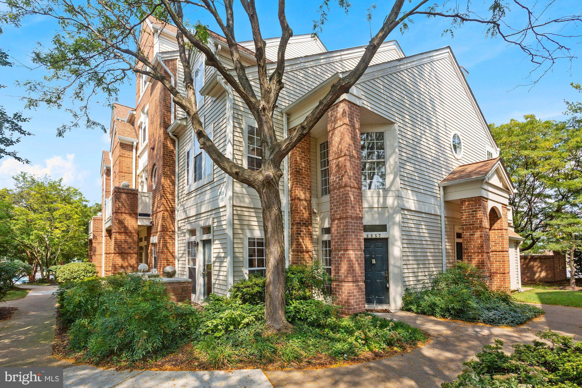 Rarely available 2-bed 2-bath multi-level condo in sought after Eton Square in the Heart of Kingstow