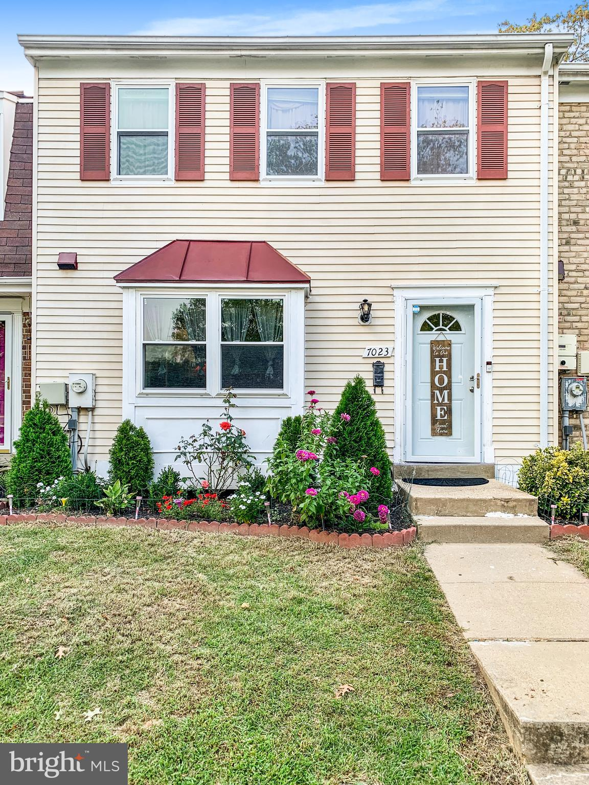 MUST SEE THE INSIDE! THIS BEAUTIFUL TOWNHOUSE LOCATED IN WOODSTREAM VILLAGE COMMUNITY HAS 3 BEDROOM