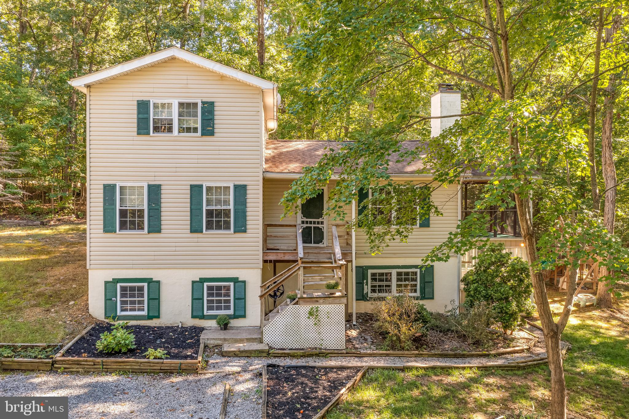 """4 BEDROOM 3 BATHS ON 2 ACRES.  AS IS"""" OWNER HAS NOT LIVED IN HOUSE FOR 15 YEARS AND IS OUT OF AREA. CLOSE TO MISSION RD AND GOOD COMMUTE TO LEESBURG. SEPERATE OFFICE CRAFT ROOM  OR HOMR SCHOOLING AREA"""