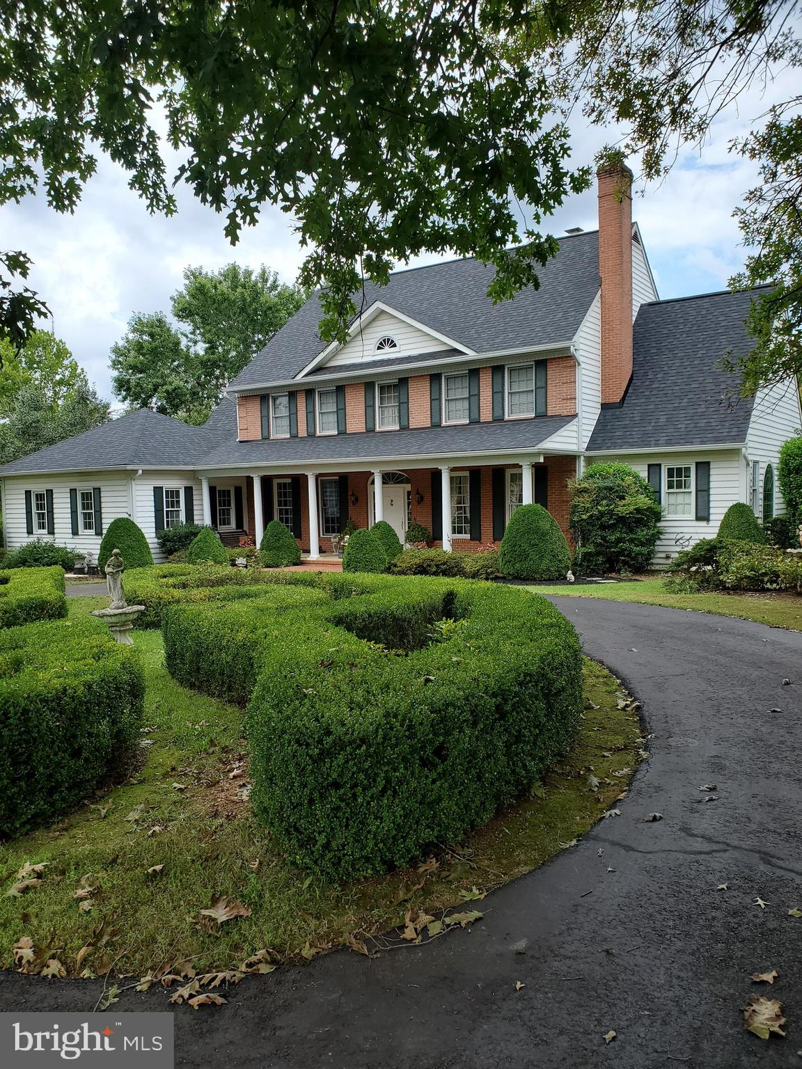 GRANDVIEW-A beautiful custom 5 BR and 4.5 bath waterfront home on 3 acres, located in the unique est