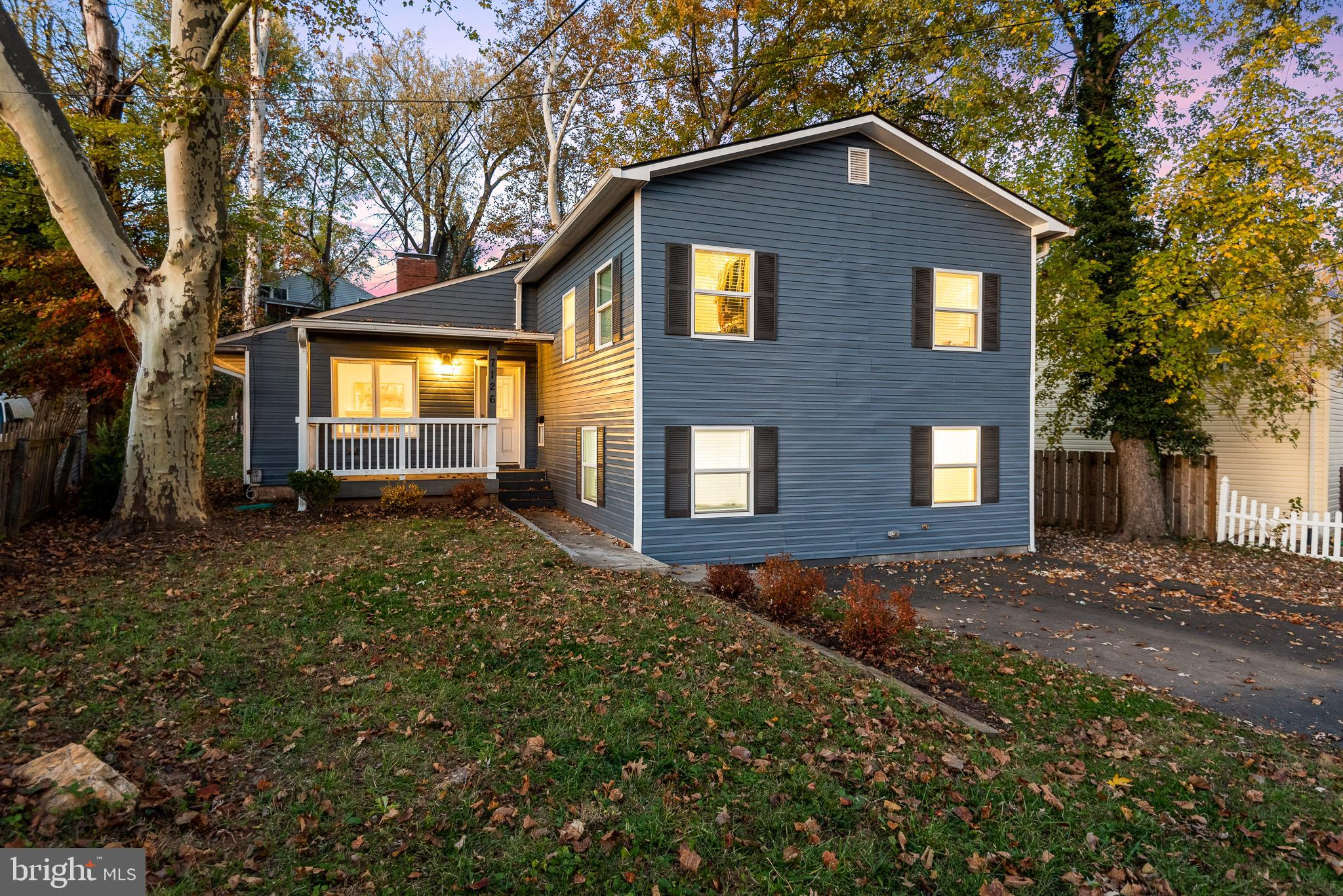 MOVE-IN READY HOME IN SOUGHT-AFTER WOODLEY NORTH WITH MANY UPGRADES! ENJOY AN OPEN FLOOR PLAN WITH T