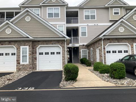 Don't miss this opportunity to own this 1st floor 2 bd / 2 ba condo with 1 car garage in Hearthstone