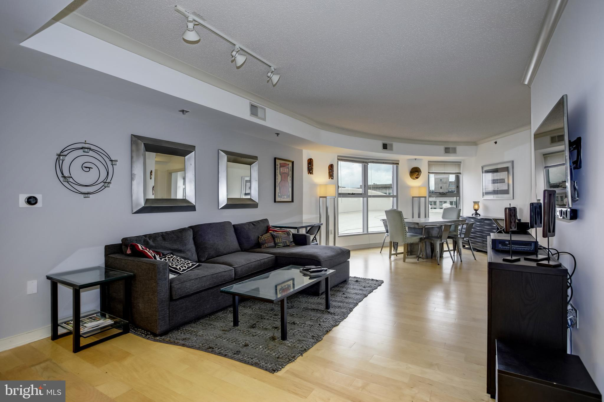 Large and sunny recently remodeled 10th floor 1 bed/1 bath condo offers stunning monument and city v