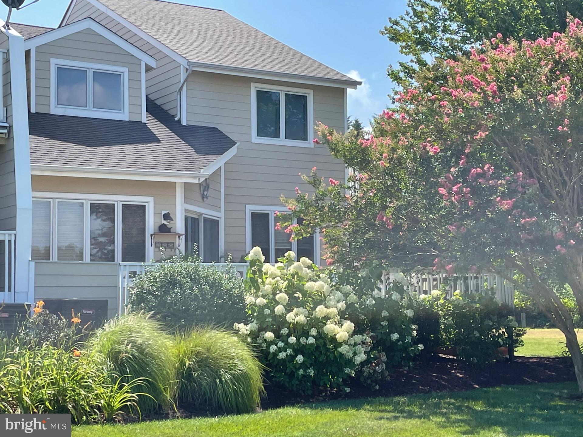 The Bayview at Kent Narrows Townhouses offers a quaint small community feel with first class ameniti