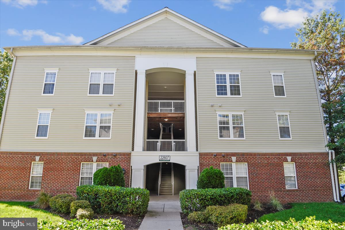 Welcome to Brambleton....this is the one you have been waiting for!  Spacious 3 bedroom/2 bath groun